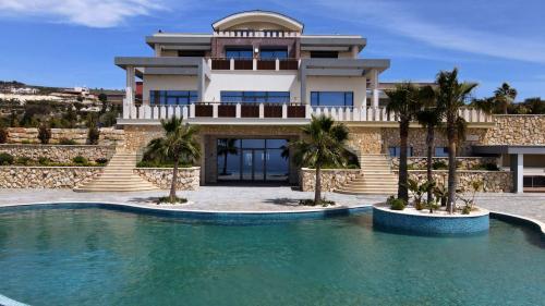 8 Bedroom Villa in Pafos