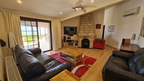 5 Bedroom Bungalow in Armou, Pafos